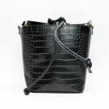 Cумка-ведро из кожи под рептилию черного цвета. Италия