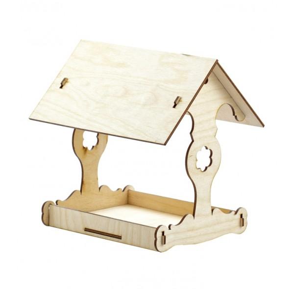 Кормушка для птиц из дерева.