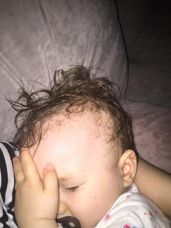 Почему у ребенка сильно потеет голова во сне.