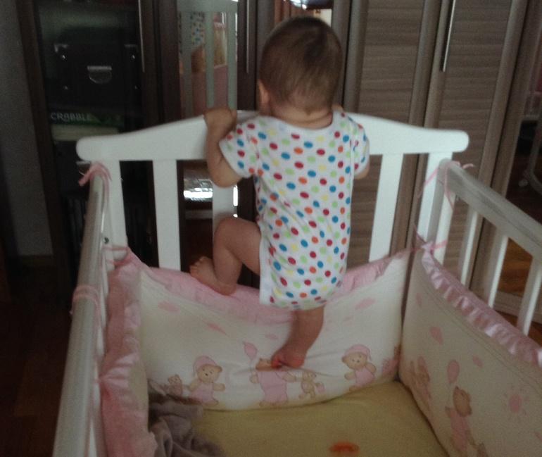 как привязывать бортики к кроватке фото