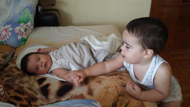 смотреть видео брат трахнул спящую сестру