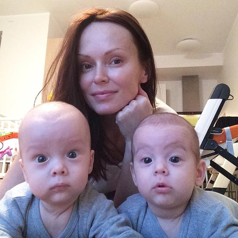 Две мамочки дают фото 720-554